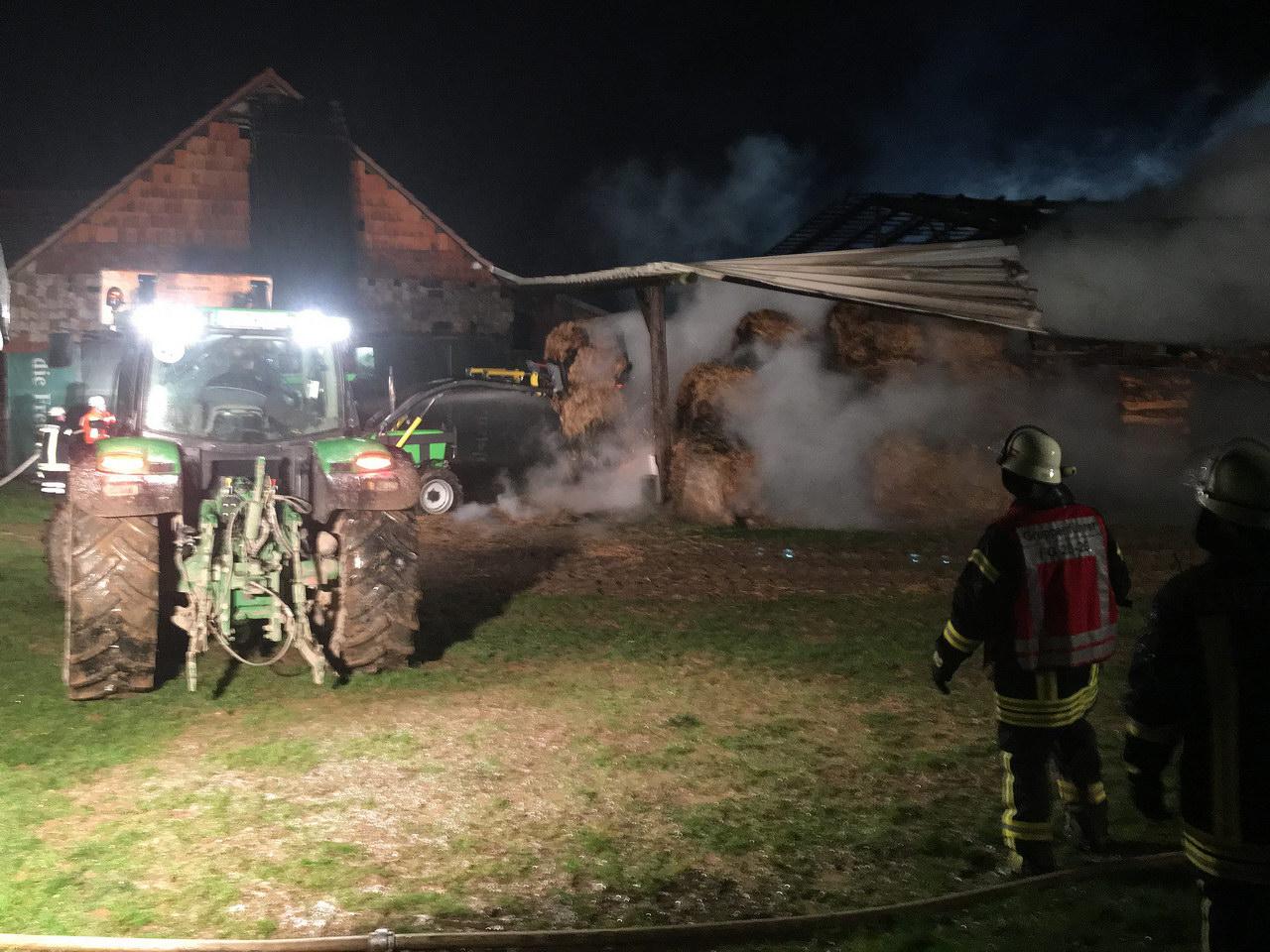 2018-01-01-03-18-21-scheunenbrand-hergraben-13-foto-christian-menz-39